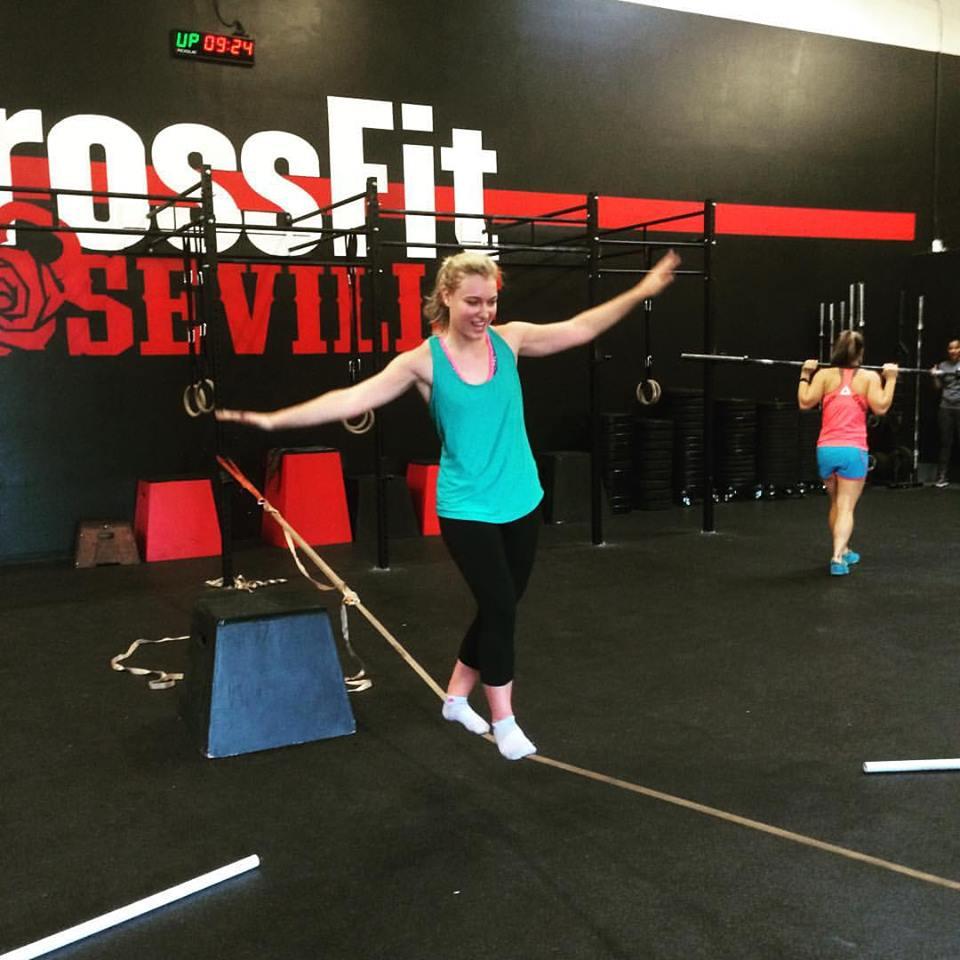 Lauren Slacklining @ CrossFit Roseville, Aug 25th, 2015